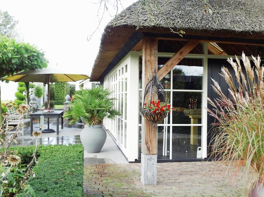 Eikenhouten poolhouse laten bouwen door houtbouw aannemersbedrijf wielink