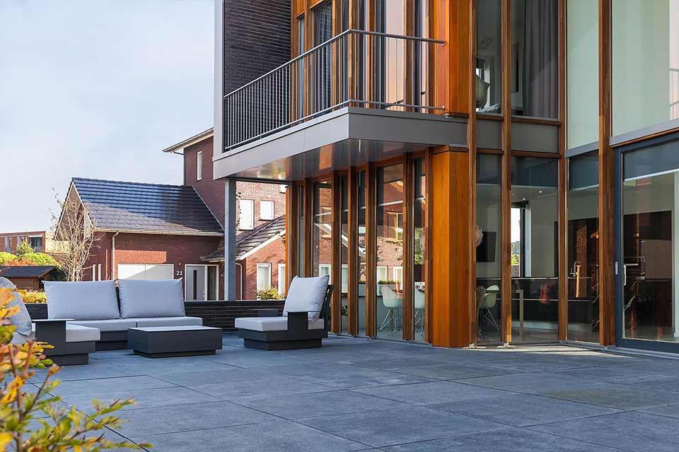 bouw moderne villa met lessenaarsdak