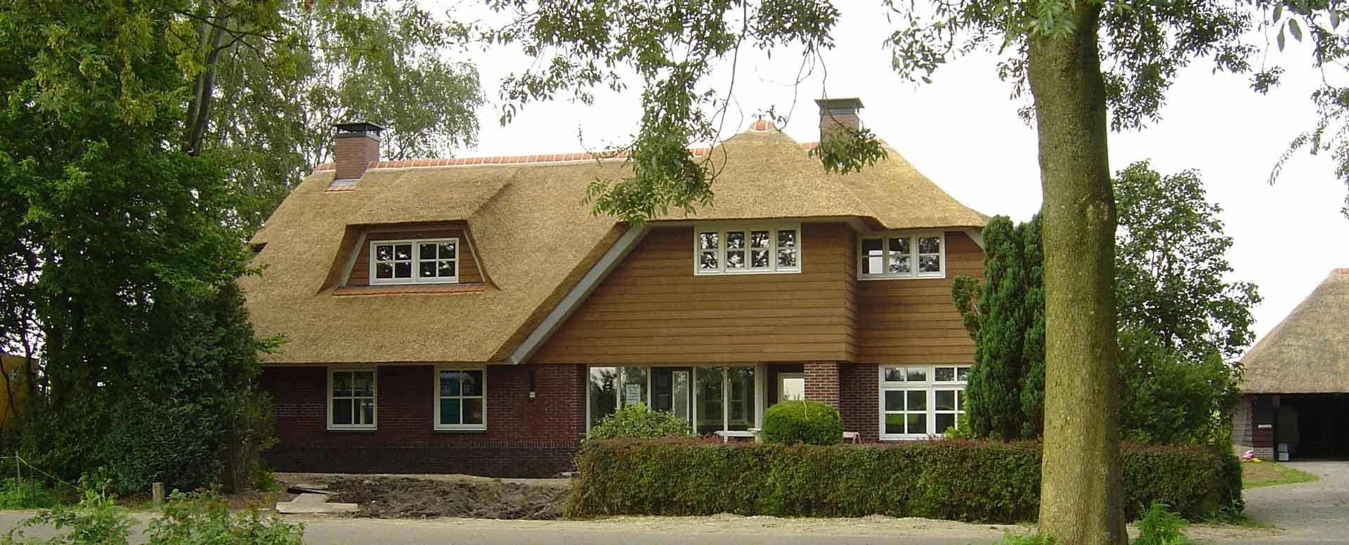 bouw rietgedekte villa in Epe door aannemersbedrijf Wielink