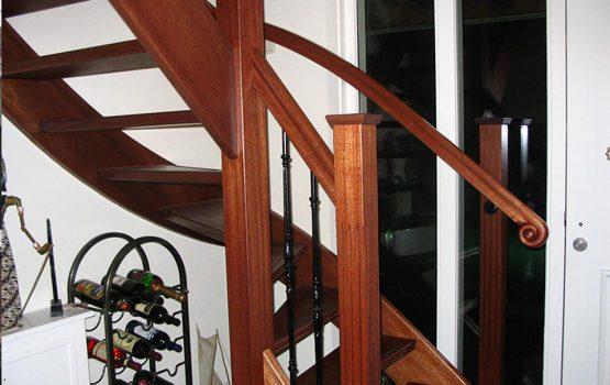 houten trap gemaakt door aannemersbedrijf wielink