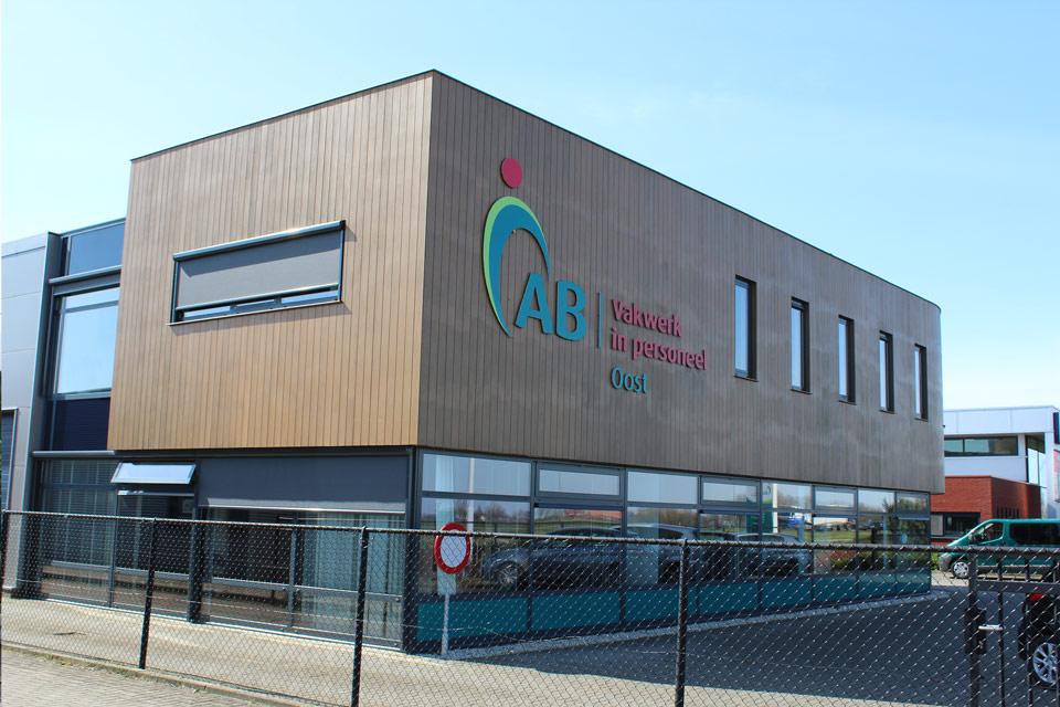 bouw bedrijfshal met kantoorruimte door aannemersbedrijf Wielink