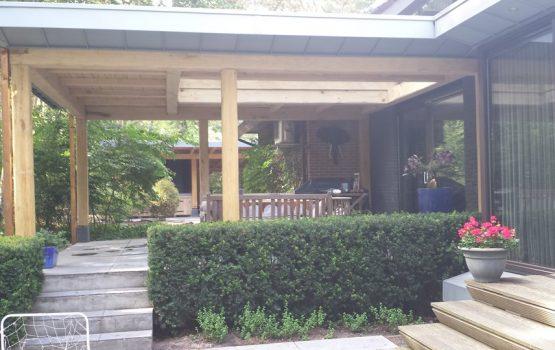 eikenhouten houten veranda terresoverkapping laten bouwen met lichtkoepel