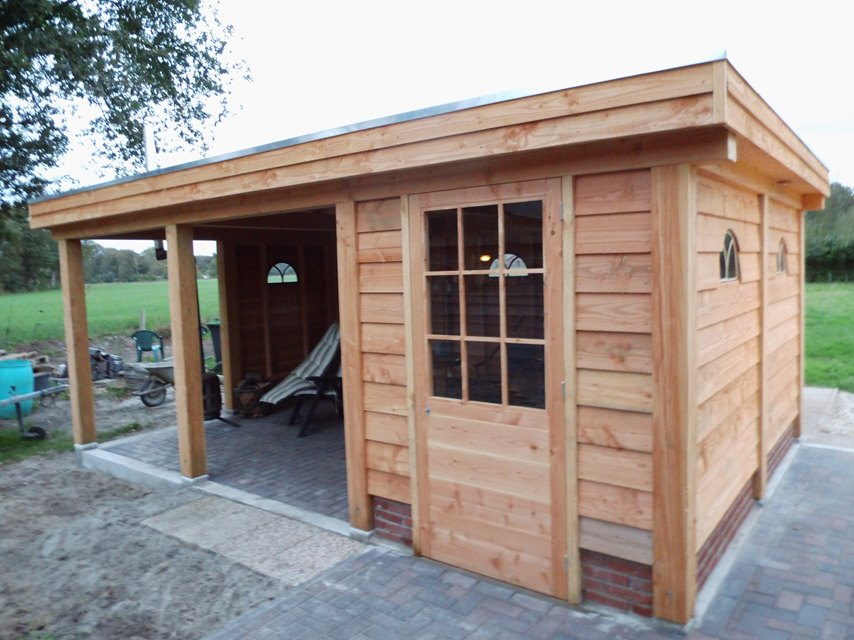 eikenhouten tuinhuis laten bouwen door aannemersbedrijf wielink