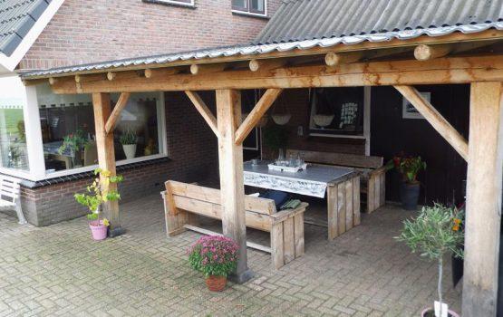 eikenhouten terrasoverkapping laten maken door aannemersbedrijf Wielink