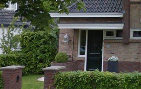 landelijke voordeur bij notariswoning