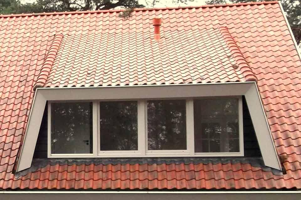 Grote dakkapel op villa in ermelo