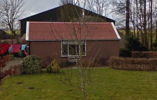 Oude noodwoning die werd vervangen voor een landelijk huis in Kamperveen door aannemersbedrijf Wielink