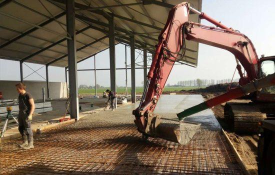 bouw van schuur voor werktuigen en tractoren