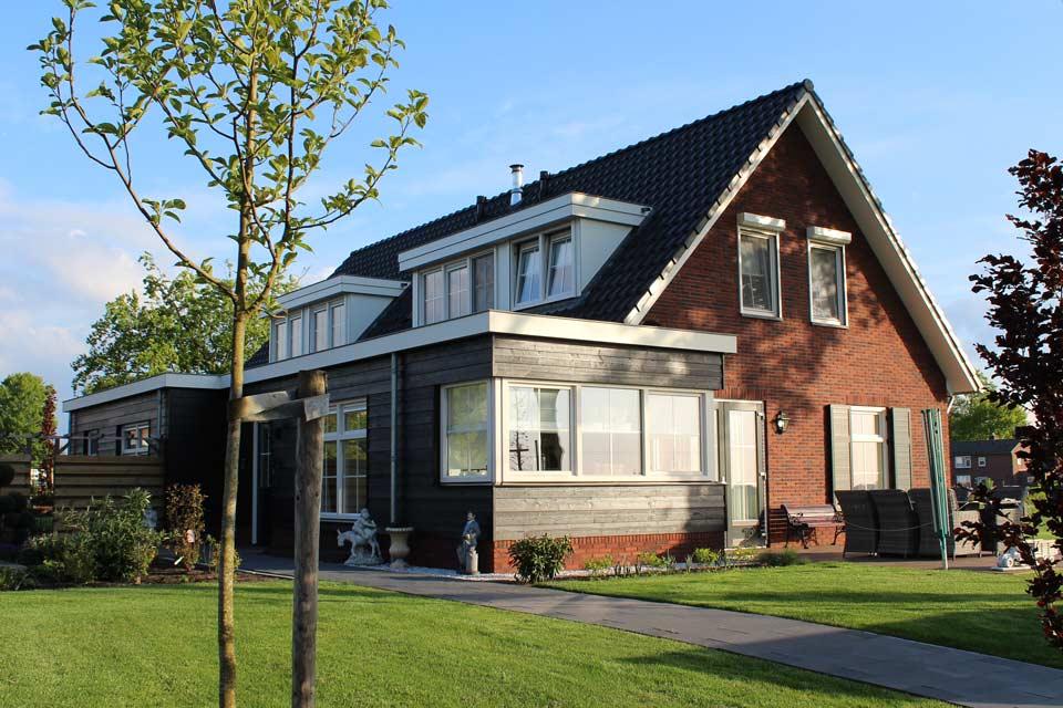 vrijstaande-woning-in-wezep-2-onder-1-kap-uitbouw-houten-planken