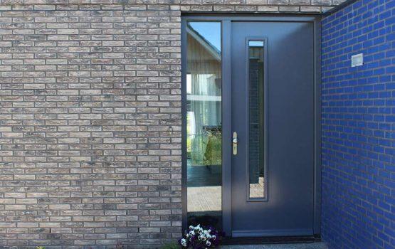 Antraciet deuren moderne woning