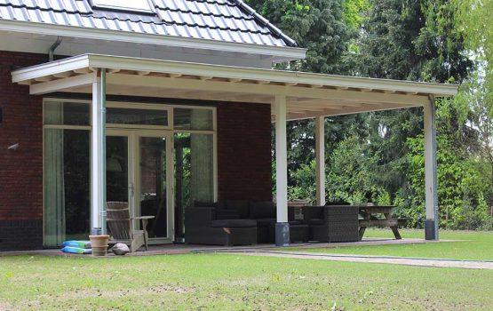 aanbouwveranda in hoek van woning - Houtbouw aannemersbedrijf Wielink