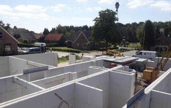 bouw van 2 onder 1 kap woning in Doornspijk.