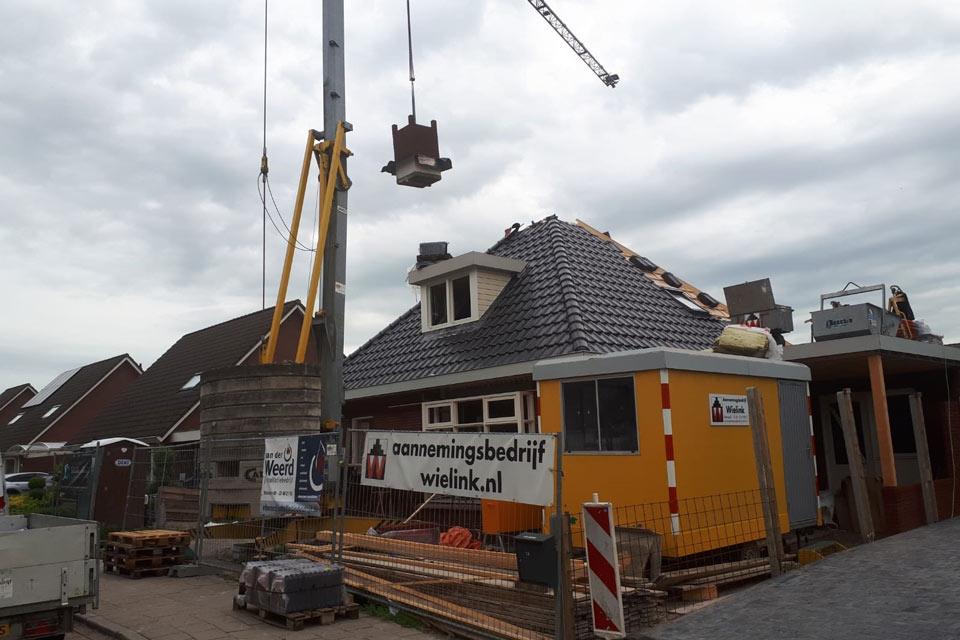 aannemersbedrijf wielink is in wezep gestart met de bouw van een vrijstaande woning met een piramidedak
