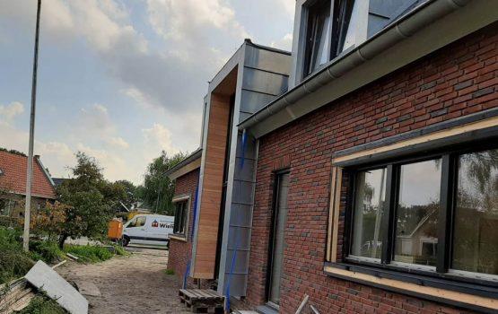 Bouw van woning in elburg met zinken voorgevel en zinken dakkapellen