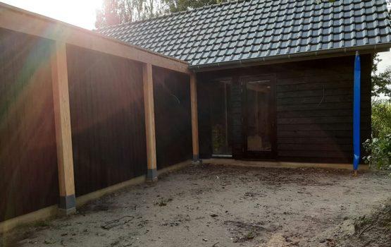 Woning met hal naar garage van douglas hout