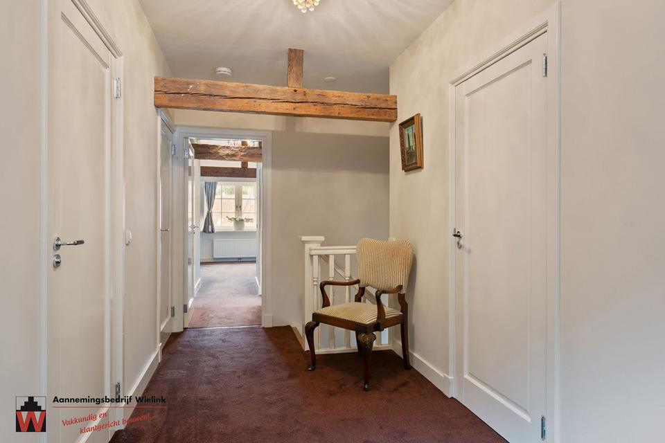 oude gebinten in slaapkamer van restauratie aannemersbedrijf Wielink