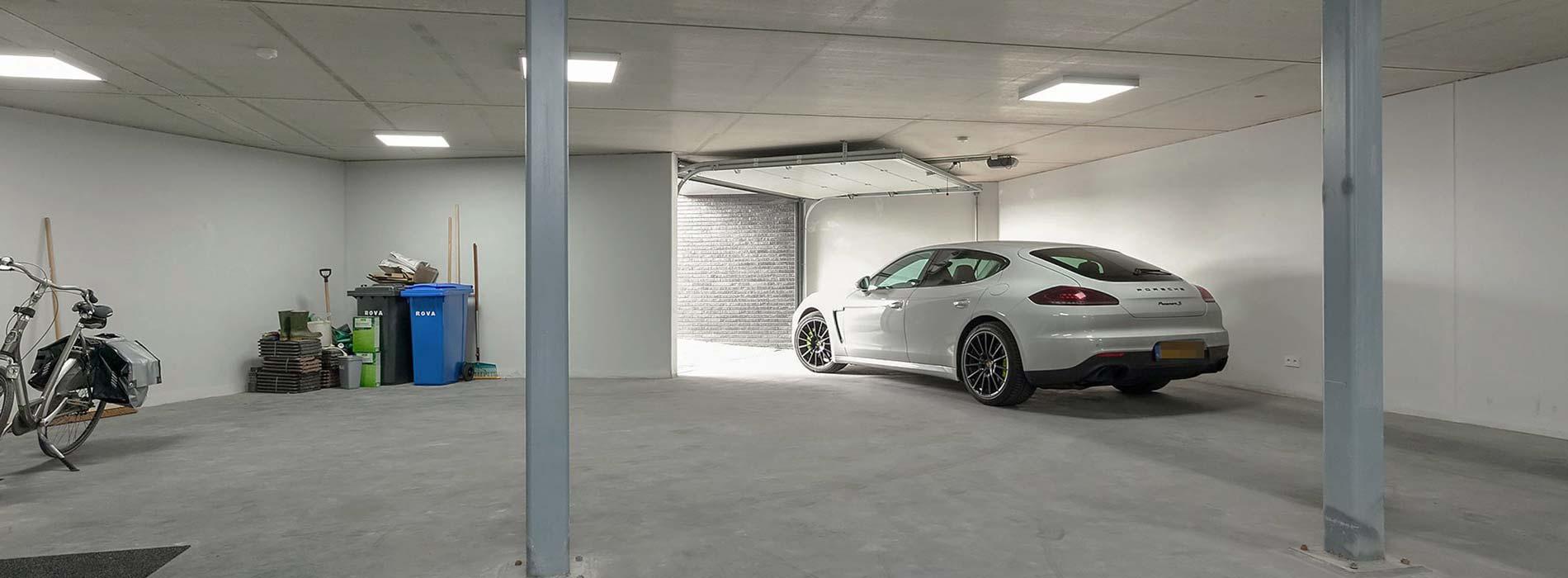bouw van woning/villa met garage/parkeerkelder en kelder voor slaapkamers - aannemersbedrijf Wielink uit elburg