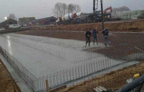 bouw van mestkelder voor kalverenschuur in kampen - aannemersbedrijf Wielink uit elburg