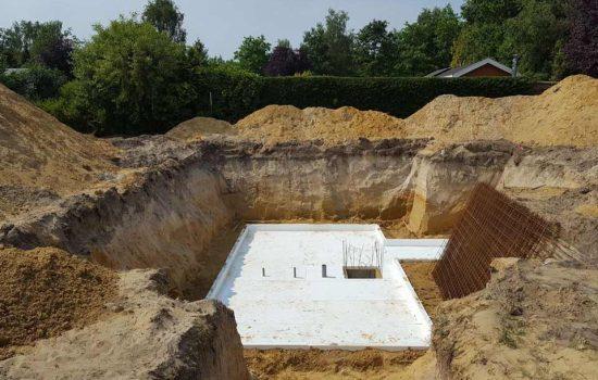 bouw van woonkelder onder recreatiewoning voor slaapkamers - kelderbouw aannemersbedrijf Wielink