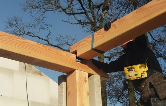 Houten gebinten bij woning in oldebroek - Douglas gebinten - Exclusieve houtbouw aannemersbedrijf Wielink